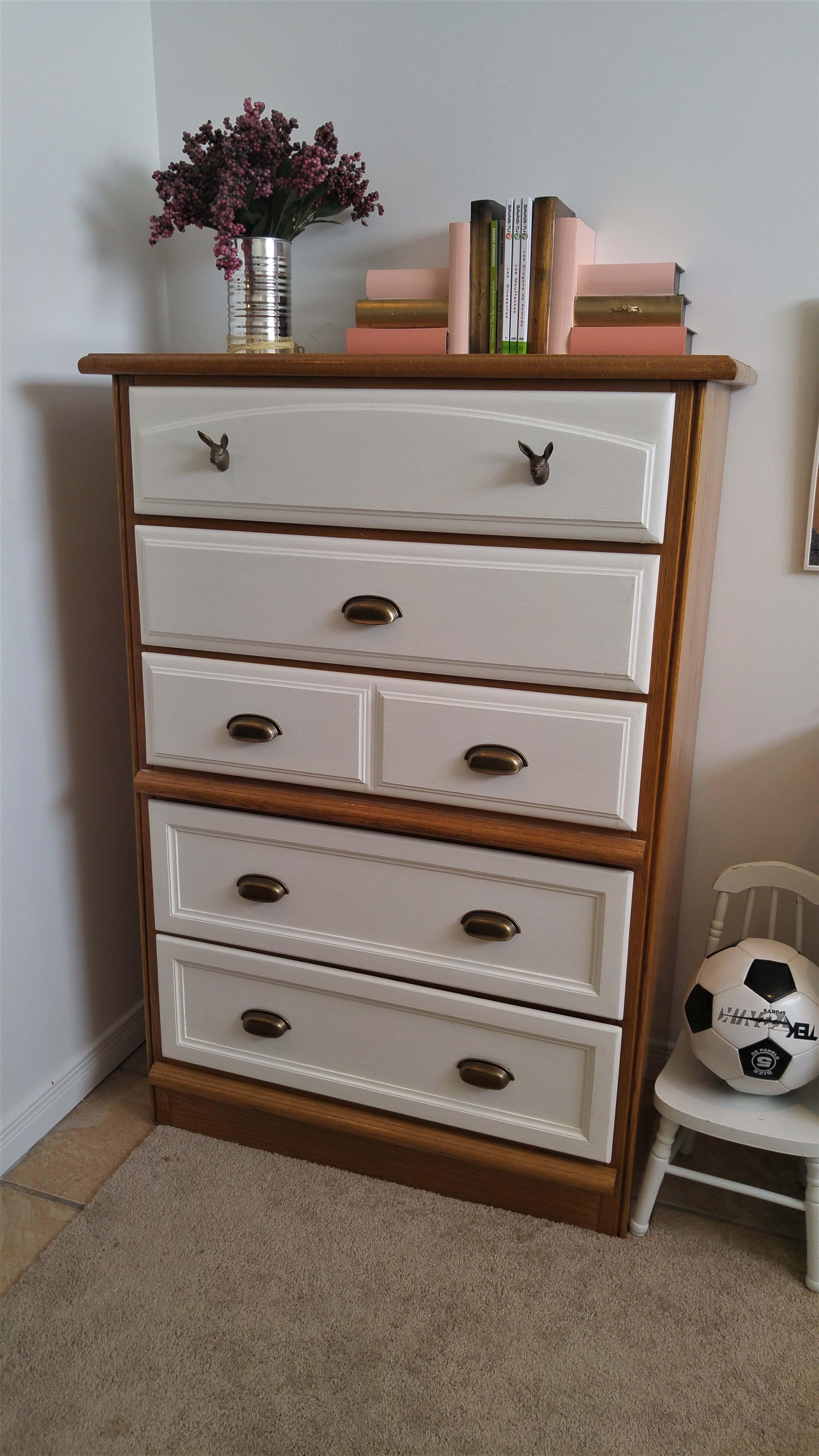 Commode repeinte meuble en bois repeint peindre un meuble for Plaque de zinc pour recouvrir un meuble